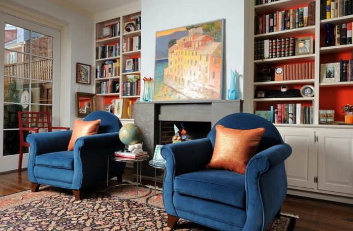 кресло в интерьере гостиной